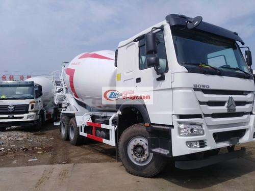 Sinotruk Howo 14 square cement mixer truck picture