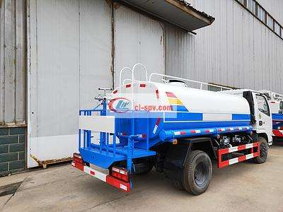 东风多利卡锡柴142马力8吨绿化洒水车图片