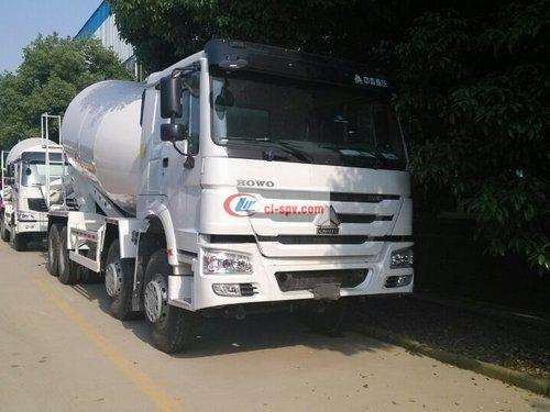 Sinotruk Howo 18 square cement mixer truck picture
