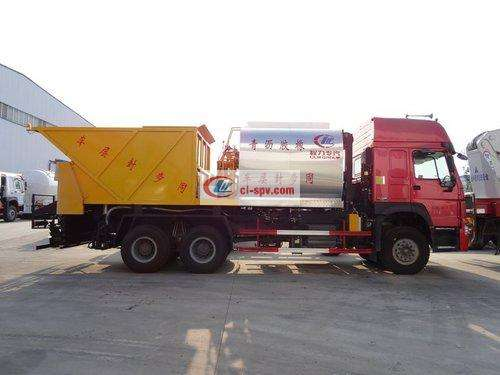 Picture of Sinotruk Synchronous Crushed Stone Sealing Truck