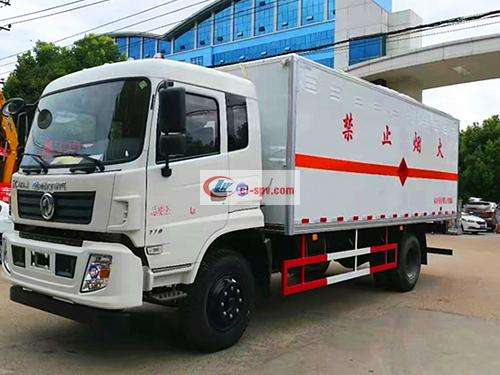 Dongfeng Blasting Equipment Transporter Picture