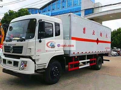 东风爆破器材运输车图片
