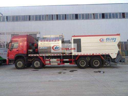 Picture of Heavy Duty Truck Large Synchronous Gravel Sealing Truck