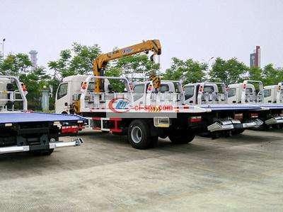 东风多利卡平板配4吨吊清障车图片