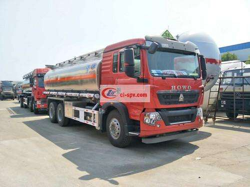 The picture of the rear eight-wheel 15-ton 17-ton fuel tank truck of Sinotruk Howo