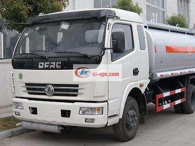 东风大多利卡8吨油罐车图片