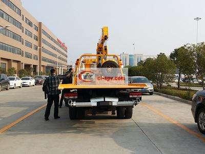 东风多利卡平板带吊清障车图片