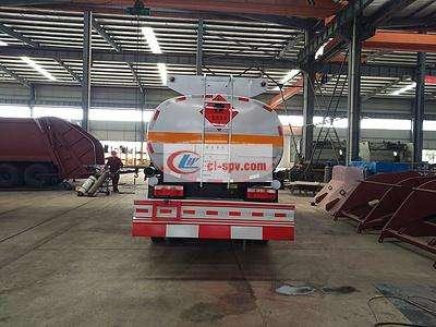 东风多利卡8吨油罐车图片