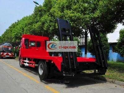 解放龙Ⅴ单桥拖挖机的平板运输车图片