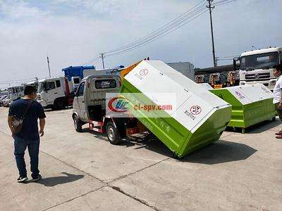 2.5 cbm-4 cbm长安勾臂垃圾车拖垃圾箱图片图片