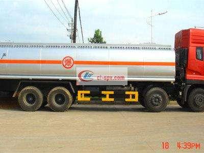 东风天龙前四后八化工液体运输车图片