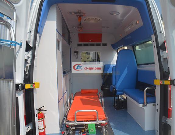 福特V362短轴救护车 (7)