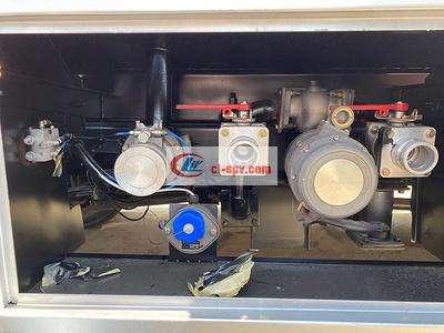 东风福瑞卡八吨油罐车图片