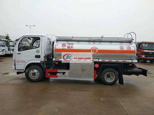 Dongfeng Duolika 5 Ton Oil Truck Picture
