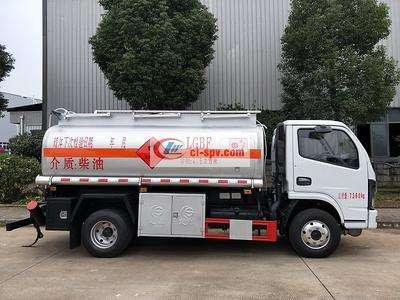 国六5吨加油车东风多利卡4.5立方图片