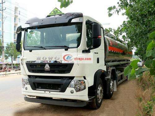 Sinotruk Howo 20-ton fuel tank truck picture