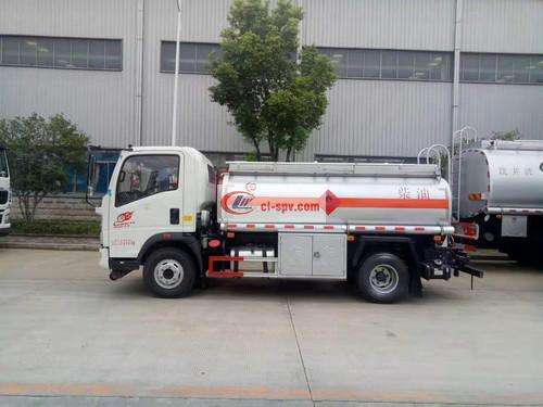 Sinotruk Howo light truck 5 party refueling truck picture