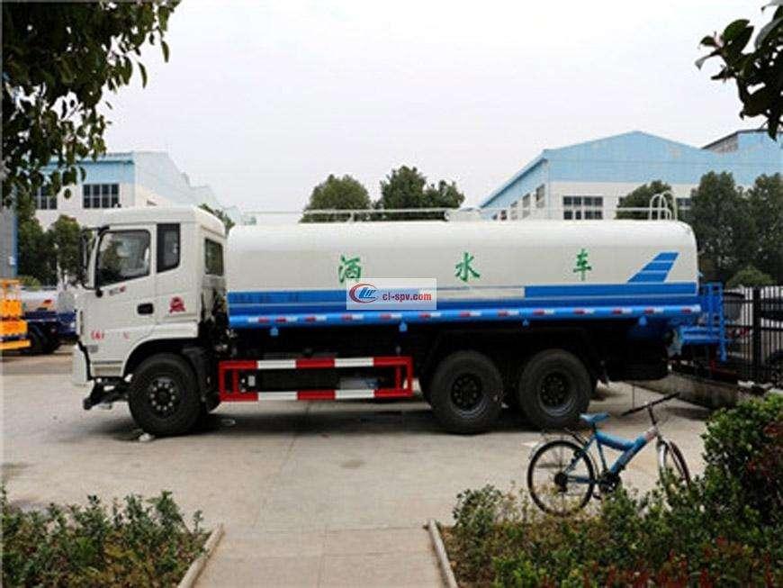 东风御龙18吨洒水车