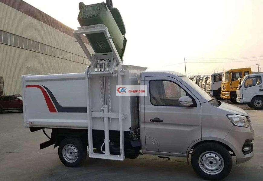 长安侧挂桶自装卸式垃圾车后方位图