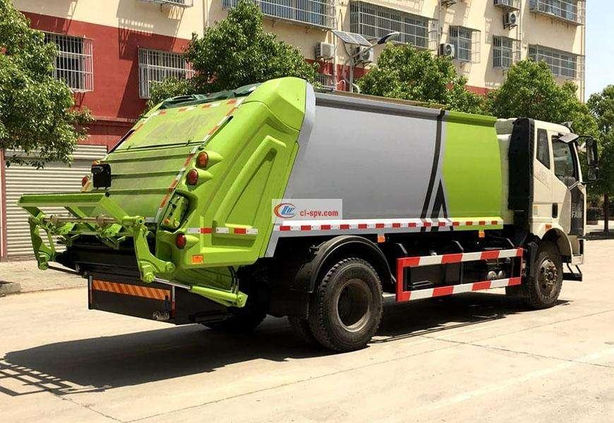 一汽解放压缩垃圾车后方位图