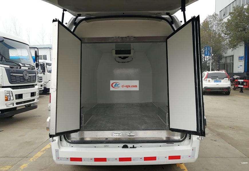 福田G9面包冷藏车车厢图片