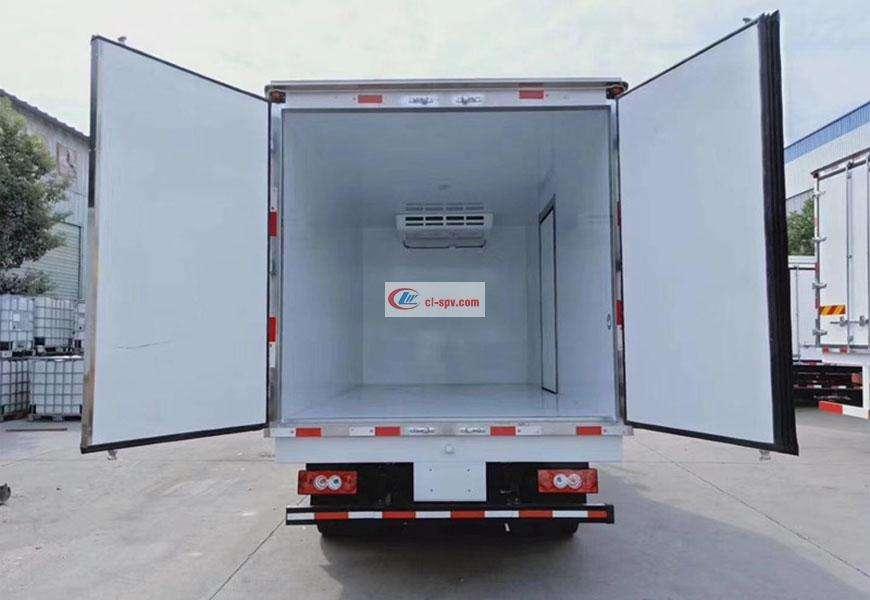 东风多利卡冷藏车车厢图片