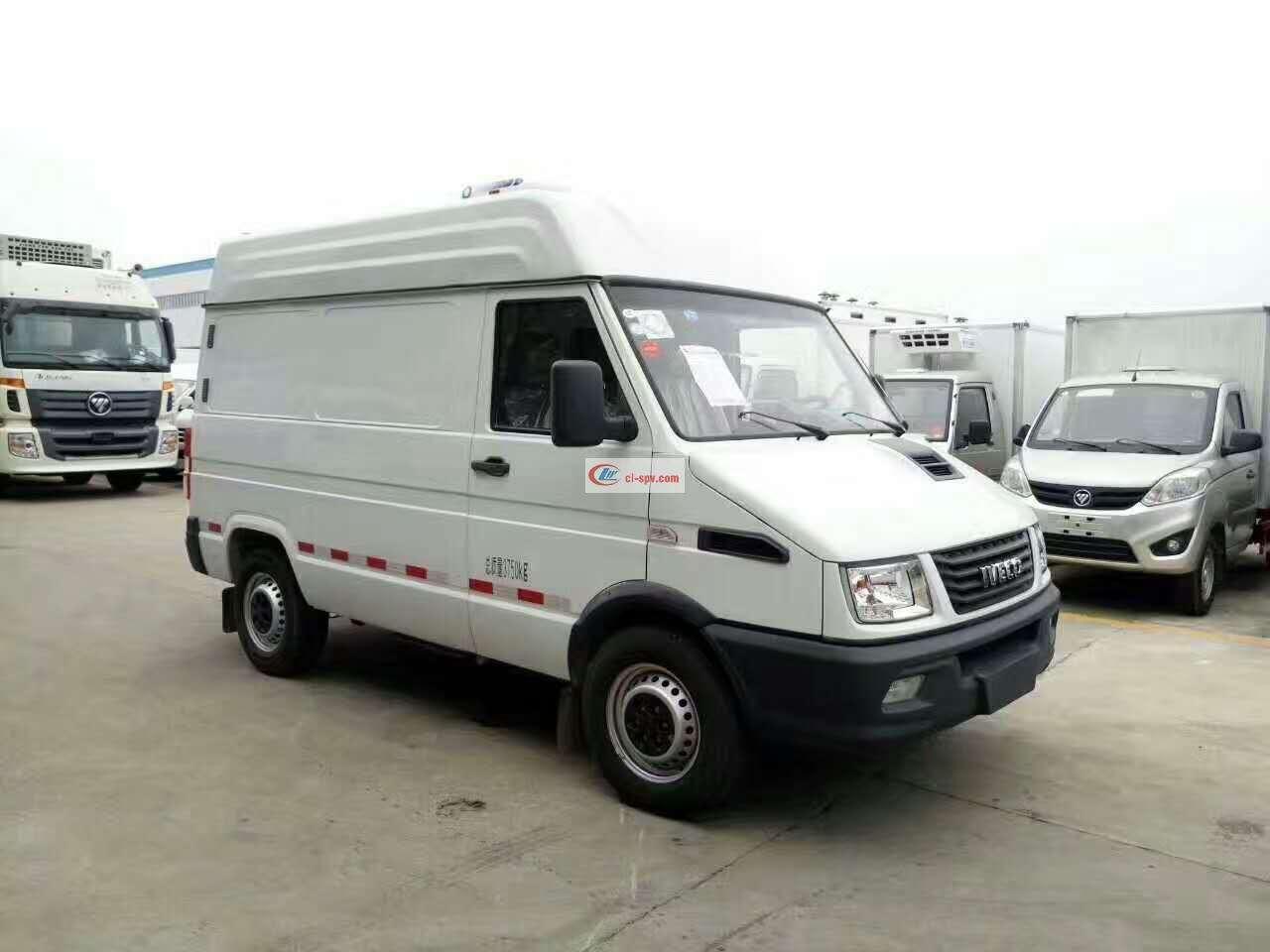 依维柯柴油面包式冷藏车(CLW5040XLCN5)